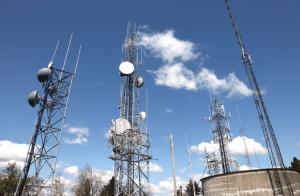 Mobilni korisnici se preko baznih stanica povezuju na mrežu