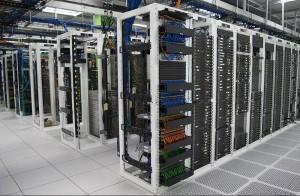 Širok spektar mrežnih uređaja i servera omogućavaju povezivanje velikog broja korisnika u jedinstvenu mrežu